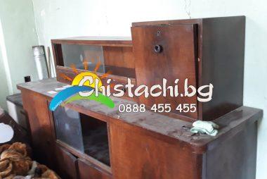 Изхвърля стари мебели в столична община