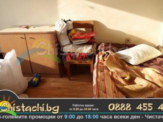 Фирма с чистачи за изхвърляне на стари мебели